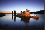Gold Beach Sunk Boat Tableau sur toile par Shane Settle