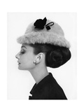 Vogue - August 1964 - Audrey Hepburn in Fur Hat Photo premium par Cecil Beaton