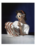 Vogue - July 1939 - White Sunglasses & Red Lipstick Photo premium par Horst P. Horst