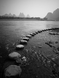 A Stone Pathway Crosses the River in Guilin, China Papier Photo par Ben Horton