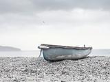 Boat at Beach in Devon Papier Photo par Simon Plant