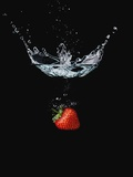 Strawberry in Water Papier Photo par John Smith