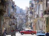 View Along Congested Street in Havana Centro, Cuba Reproduction d'art par Lee Frost