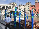 Rialto Bridge and Gondolier  Grand Canal  Venice  UNESCO World Heritage Site  Veneto  Italy  Europe