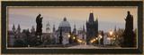 Lit Up Bridge at Dusk, Charles Bridge, Prague, Czech Republic Photo encadrée par Panoramic Images