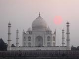 Taj Mahal at Sunset, Agra, India Papier Photo par Adam Jones