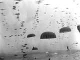 WWII Parachutes over Holland Papier Photo