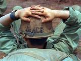 Peace Helmet Papier Photo par Associated Press