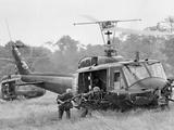 Vietnam War Helicopter Landing Papier Photo par Horst Faas