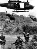 Helicopters Drop Troops Papier Photo par Associated Press