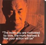 Dalaï Lama : Plus l'amour vous motivera, plus vos actions seront libres et sans peur. Tableau sur toile