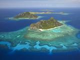 Monuriki Island and Coral Reef, Mamanuca Islands, Fiji Papier Photo par David Wall