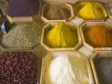 Selling Spices at the Market, Dubai, United Arab Emirates Papier Photo par Keren Su