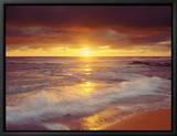 Plage avec des rochers au coucher de soleil sur l'océan pacifique San Diego, Californie, États-Unis Tableau sur toile encadré par Christopher Talbot Frank
