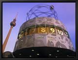 Horloge universelle sur la place Alexandre, Berlin, Allemagne - Alexanderplatz Tableau sur toile encadré par Walter Bibikow