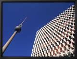 La tour de la télévision sur la place Alexandre, Berlin, Allemagne - Alexanderplatz, Fernsehturm Tableau sur toile encadré par Jon Arnold