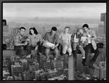 Friends : déjeuner sur une poutre au dessus de la ville Tableau sur toile encadré