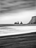 Black Sand Beach at Vik, Iceland Papier Photo par Nadia Isakova
