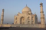 The Taj Mahal, a Mausoleum Built in Memory of Shah Jahan's Third Wife Papier Photo par Jonathan Irish
