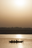 Three People in a Silhouetted Canoe at Twilight Papier Photo par Jonathan Irish