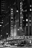 Radio City Music Hall With Yellow Cab In NYC Papier Photo par Philippe Hugonnard
