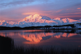 Lake with Mt McKinley, Denali National Park and Preserve, Alaska, USA Papier Photo par Hugh Rose