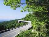 Linn Cove Viaduct  Blue Ridge Parkway National Park  North Carolina  USA