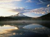 Fisherman  Trillium Lake  Mt Hood National Forest  Mt Hood Wilderness Area  Oregon  USA