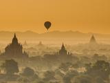 Bagan at Sunset, Mandalay, Burma (Myanmar) Papier Photo par Nadia Isakova