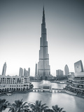 Burj Khalifa (World's Tallest Building), Downtown, Dubai, United Arab Emirates Papier Photo par Jon Arnold
