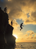 USA  Hawaii  Oahu   North Shore  Waimea Bay  Divers Jumping Off Cliff