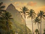 Caribbean, St Lucia, Petit and Gros Piton Mountains (UNESCO World Heritage Site) Papier Photo par Alan Copson