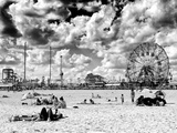Vintage Beach, Wonder Wheel, Black and White Photography, Coney Island, Brooklyn, New York, US Papier Photo par Philippe Hugonnard
