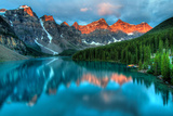 Moraine Lake Sunrise Colorful Landscape Reproduction d'art par JamesWheeler