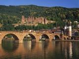 Heidelberg Castle, Alte Brucke and the River Neckar, Heidelberg, Baden Wurttemberg, Germany Papier Photo par Gavin Hellier