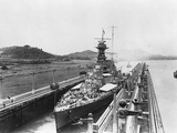 HMS Hood in Panama Canal Papier Photo