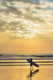 Surfer with Long Board at Sunset on Popular Playa Guiones Surf Beach Papier Photo par Rob Francis