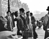 Le baiser de l'Hôtel de ville, Paris, 1950 Reproduction d'art par Robert Doisneau