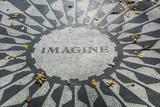 USA, New York, City, Central Park, John Lennon Memorial, Imagine Papier Photo par Walter Bibikow