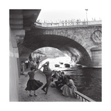 Rock 'n' Roll Dancers on Paris Quays, River Seine, 1950s Reproduction d'art par Paul Almasy