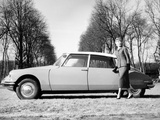 Model with a 1957 Citroën Id 19  C1957