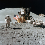 Astronaut James Irwin (1930-199) Gives a Salute on the Moon, 1971 Papier Photo
