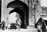 1930 Cadillac Saloon Beneath the Amber Gate, Jaipur, India, (C193) Papier Photo