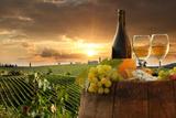 White Wine with Barrel on Vineyard in Chianti, Tuscany, Italy Papier Photo par Extravagantni