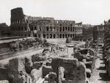 Roman Colosseum and Surrounding Ruins Papier Photo par Bettmann