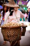 Woman Carrying Peanut Baskets - Golden Triangle, Thailand Papier Photo par EvanTravels