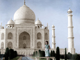 Jackie Kennedy in Front of the Taj Mahal  15th March  1962