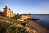 St. Andrews Castle and Castle Sands from the Scores at Sunrise, Fife, Scotland, UK Reproduction d'art par Mark Sunderland