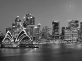 Australia, New South Wales, Sydney, Sydney Opera House, City Skyline at Dusk Papier Photo par Shaun Egan