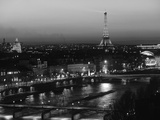 Eiffel Tower and River Seine, Paris, France Papier Photo par Walter Bibikow
